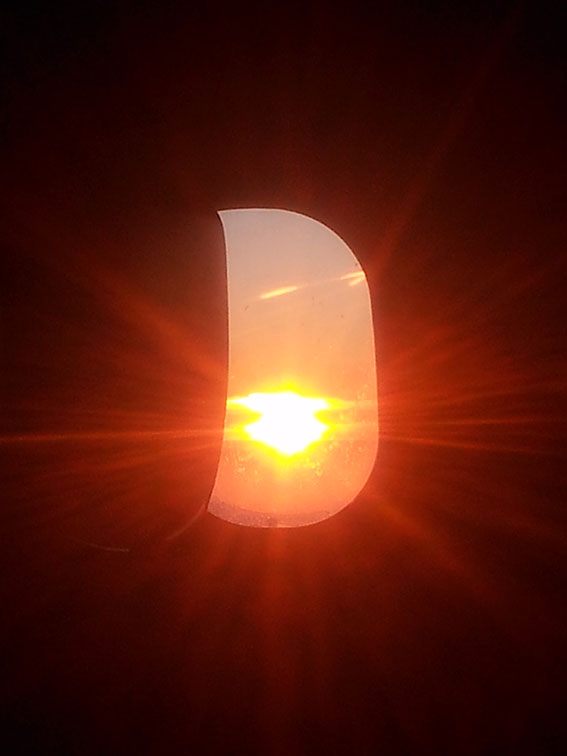 Zonsondergang Nederland vanuit het vliegtuig