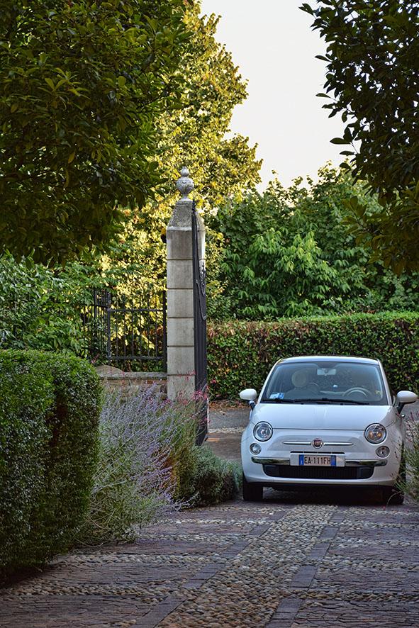 Bruiloft Italië Bedizzole trouwauto Fiat 500