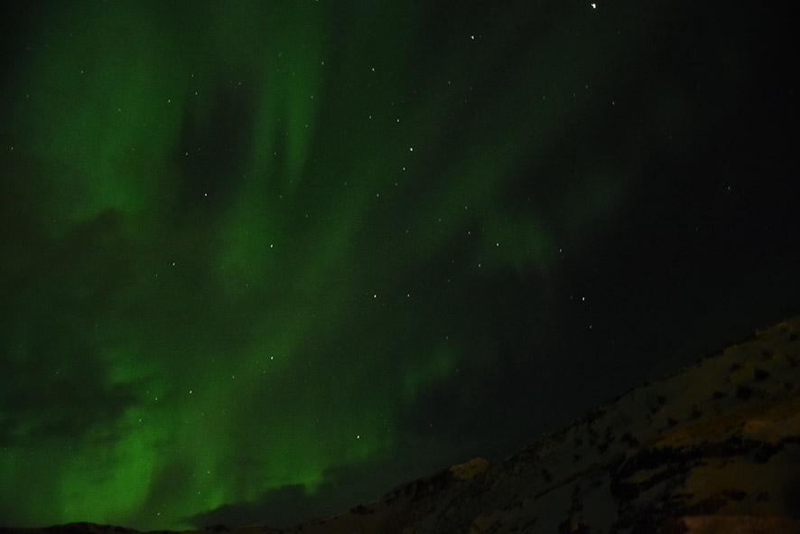 Noorderlicht IJsland in februari boven Vík