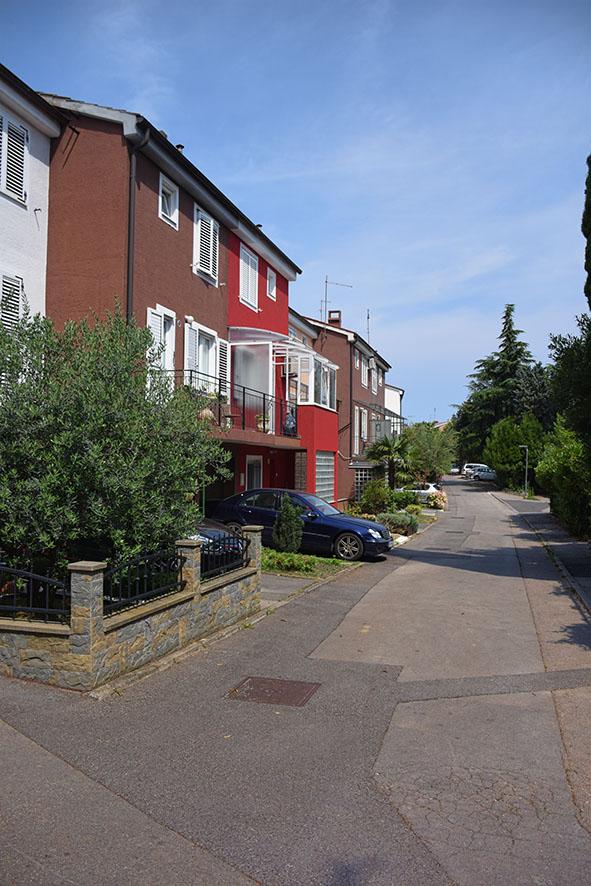 De straat met ons huis in Koper