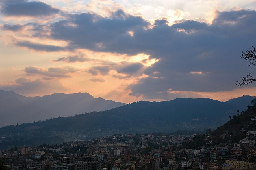 Zicht over Kathmandu vanaf Swayambhu tempel