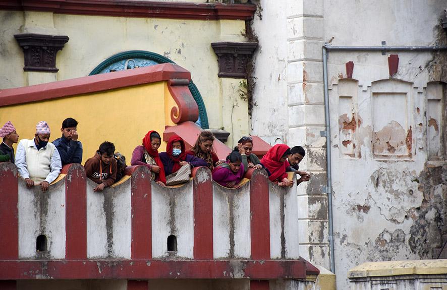 Familie en vrienden bij de crematie Pashupatinath tempel