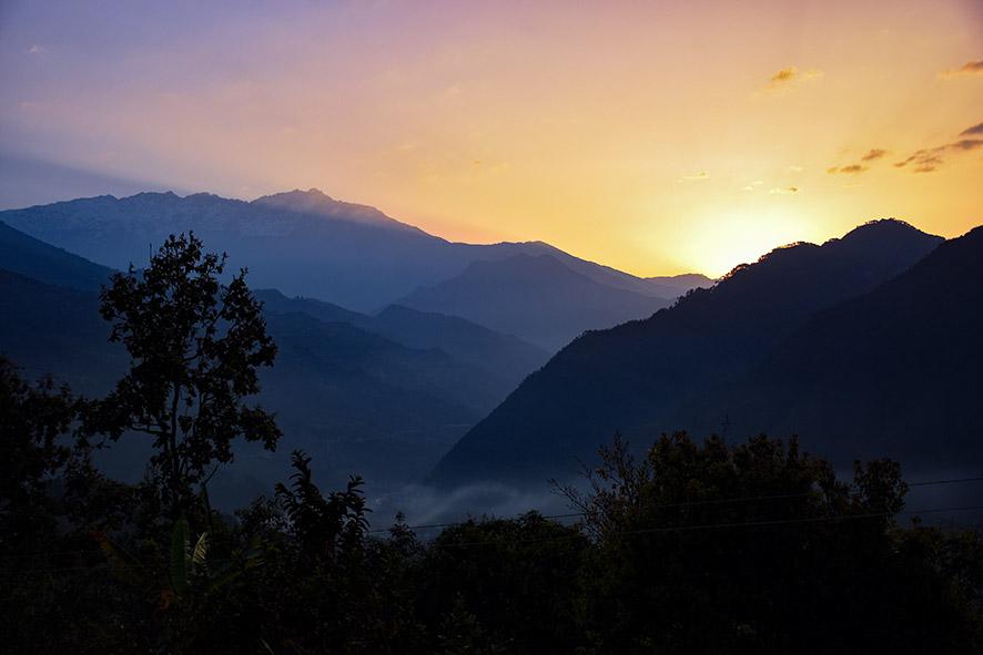 Zonsopkomst heldere ochtend Nepal Nuwakot Langtang
