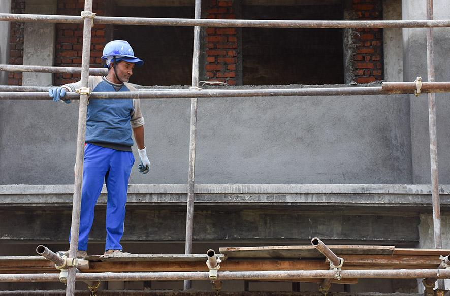 Eén van de masons samenwerking All Hands Nepal vrijwilligerswerk