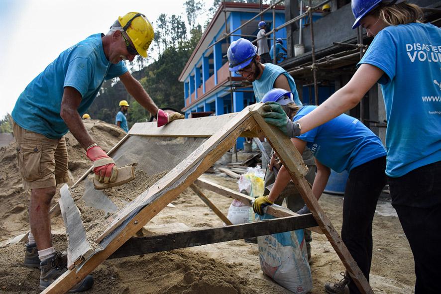 All Hands Volunteers Nepal zand zeven