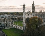 Zicht op Kings College Cambridge vanaf St. Mary's church