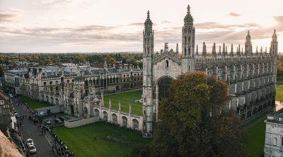 Zicht op Kings College Cambridge vanaf St. Mary's church