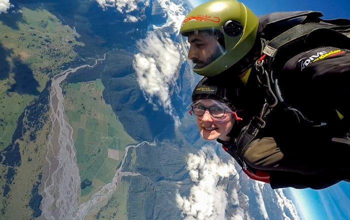 Skydive Fox Glacier Nieuw-Zeeland met uitzicht op de bergen