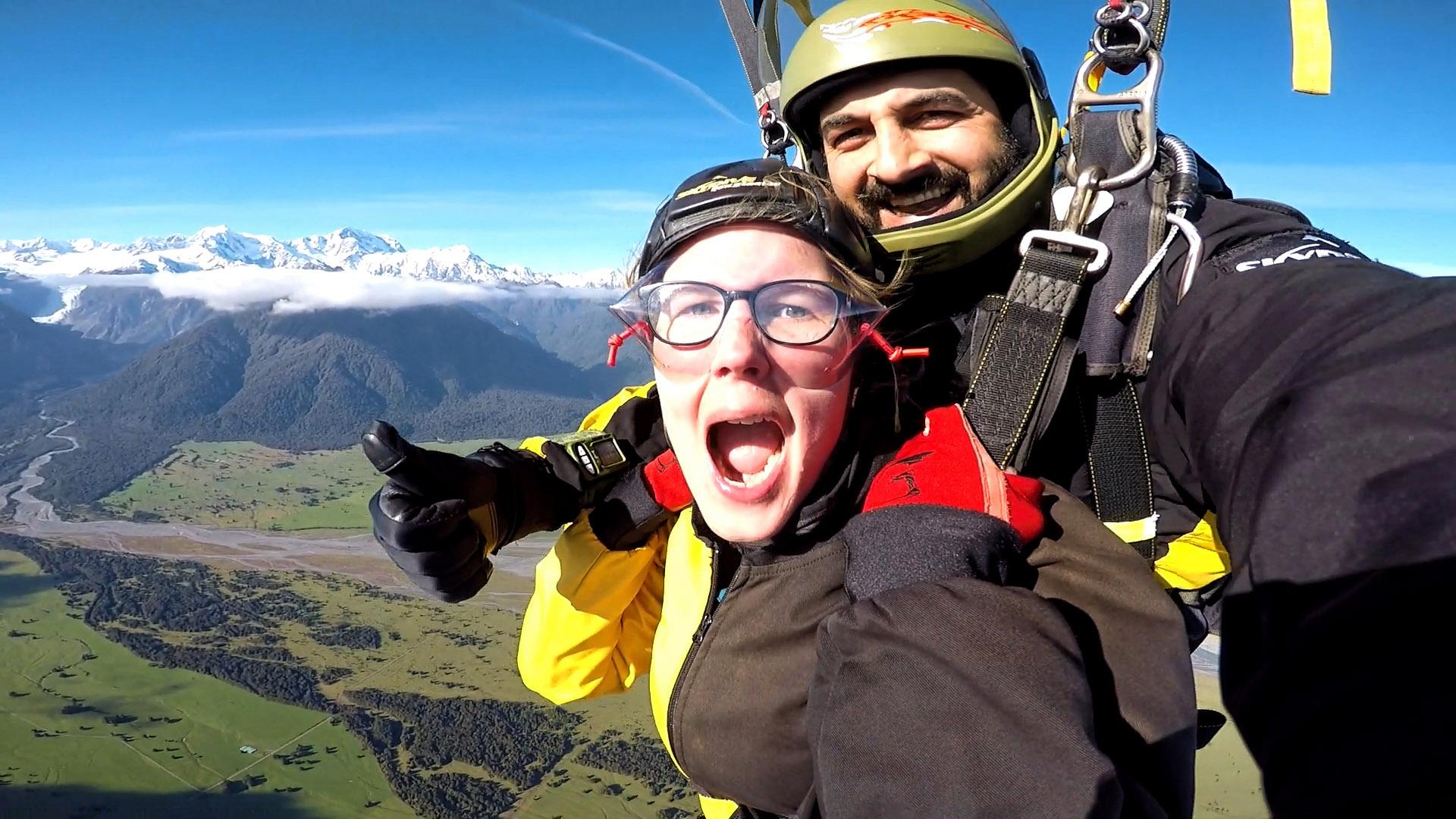 De parachute is open, wat een ervaring zo'n skydive boven Nieuw-Zeeland