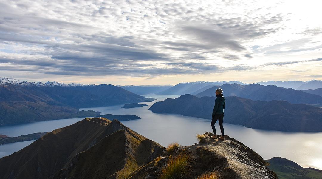 Uitzicht op Wanaka Lake vanaf Roys Peak bij zonsopkomst Nieuw-Zeeland